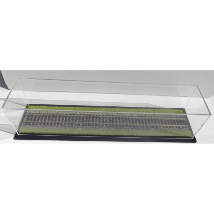 O Display Case With Ballasted Track And Grass (343mm x 75mm x 75mm)