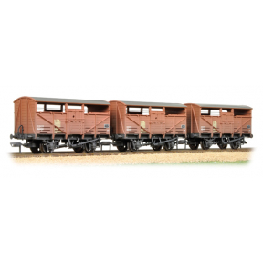 Bachmann 37-716 8T Cattle Wagon 3-Pack BR Bauxite (Late) - Weathered