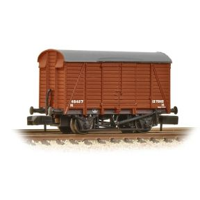 Graham Farish 377-429 N Gauge 12 Ton Southern Planked Ventilated Van BR Bauxite