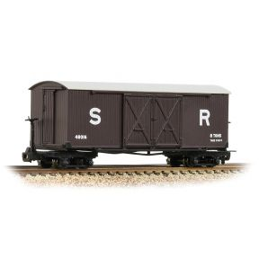 Bachmann 393-028 Bogie Covered Goods Wagon SR Brown