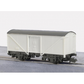 Peco KNR-9 Box Van Parcels and Fish
